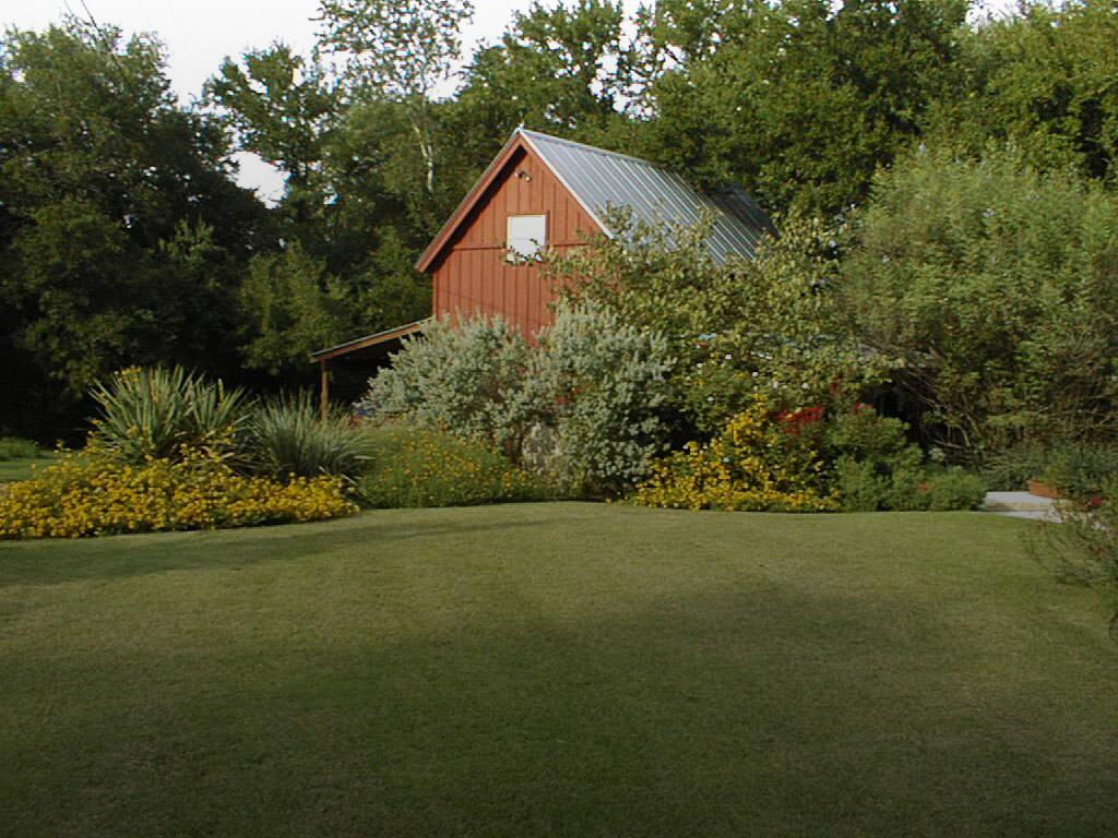 Red Barn Hideaway - romantic getaway in Salado TX